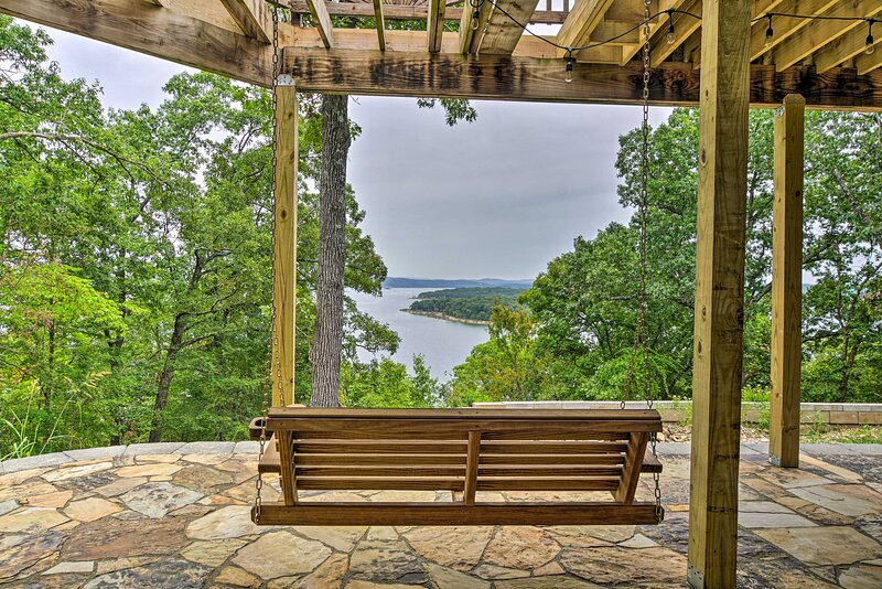 This lakefront Garfield vacation rental is a nature lover's dream oasis.