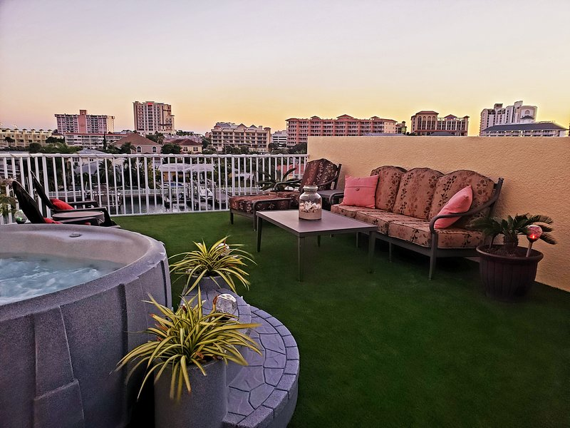 Clearwater Beach Waterfront - With Private Rooftop Terrace, vacation rental in Clearwater