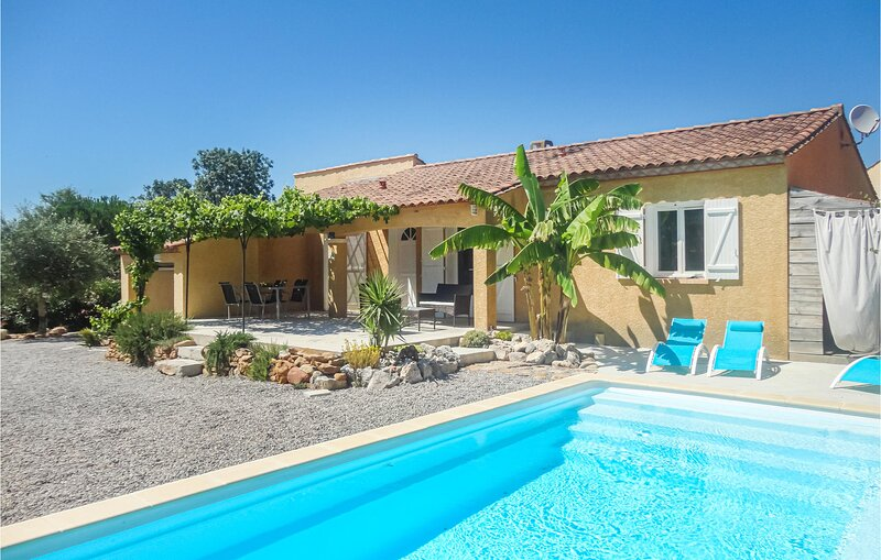 Awesome home in Salles d'Aude with WiFi, Outdoor swimming pool and 4 Bedrooms (F, vacation rental in Vinassan
