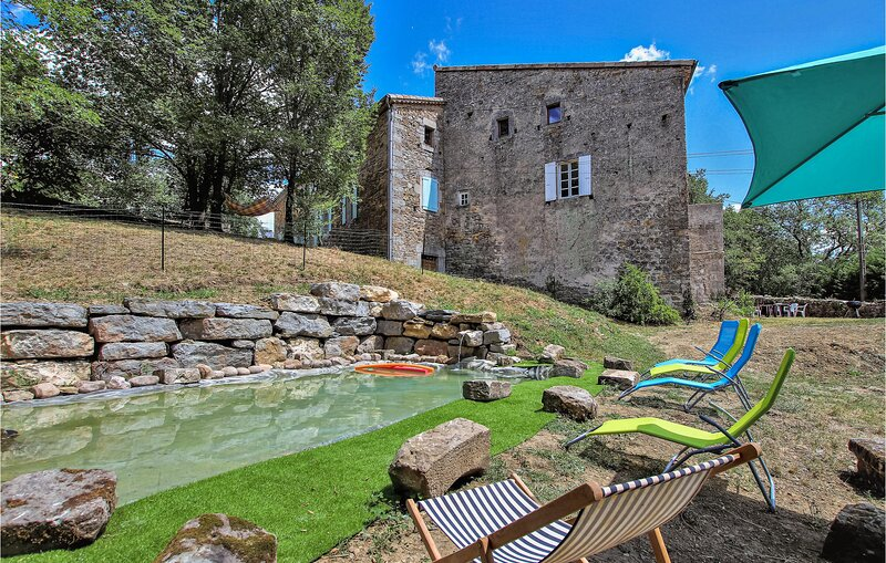 Nice home in Les Assions with Outdoor swimming pool, WiFi and 2 Bedrooms (FRA166, holiday rental in Payzac