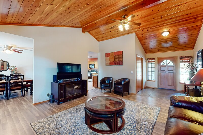Modern, dog-friendly house w/large covered deck, wood fireplace, gas grill, vacation rental in Groveland