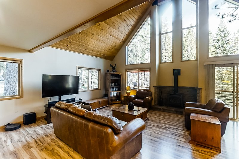New listing! Updated, dog-friendly cabin w/ a full kitchen & furnished deck, vacation rental in Soda Springs