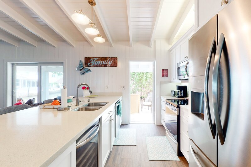 Dog-Friendly Canalside Home w/ Dock, Shaded Terrace, & Open Water Access, alquiler de vacaciones en Sunset Point