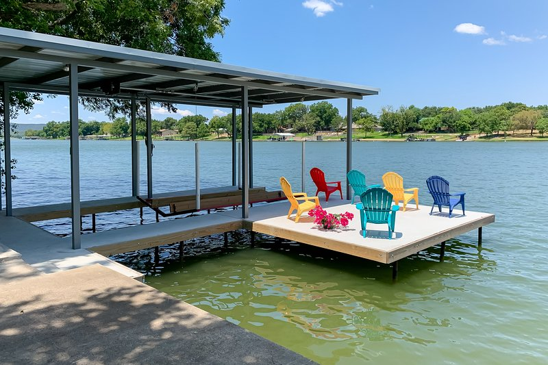 Dog-friendly, waterfront home w/casita/enclosed yard/private dock/boat slip!, casa vacanza a Sunrise Beach