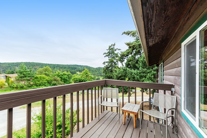 Charming studio w/fireplace & shared grill area - walk to beach!, vacation rental in Deer Harbor