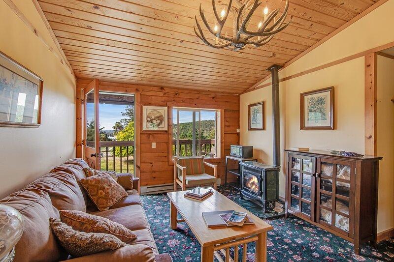 Quaint studio at the inn w/ shared grill area - walk to marina/beach!, vacation rental in Deer Harbor