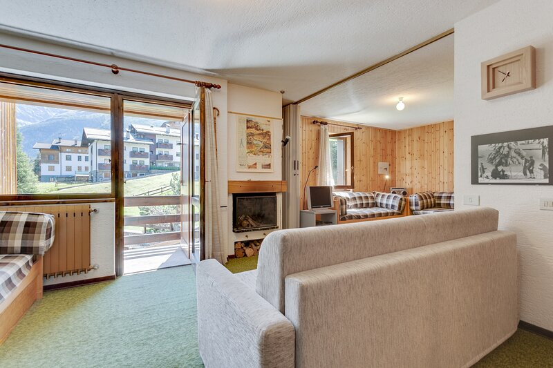 Amazing skier's retreat w/free WiFi/private balcony/full kitchen - near lifts!, location de vacances à Cogolo di Pejo