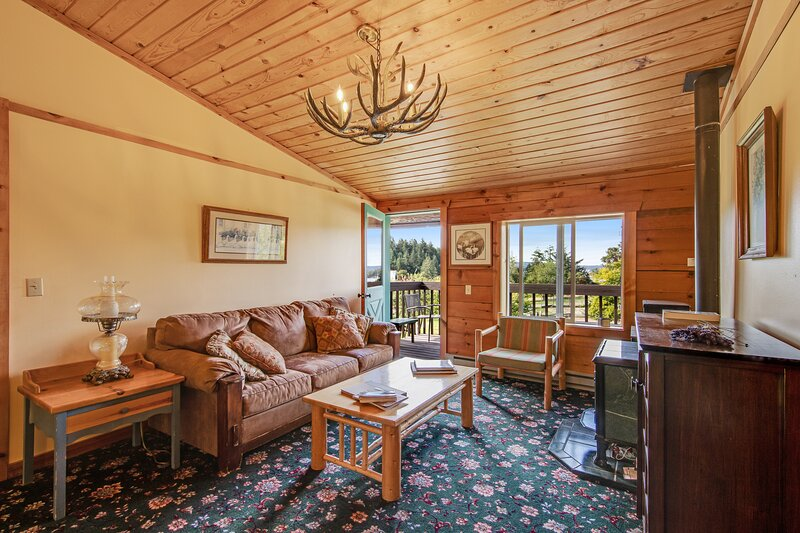 Eight studios and two cottages with lovely water and wooded views, near marina!, vacation rental in Deer Harbor