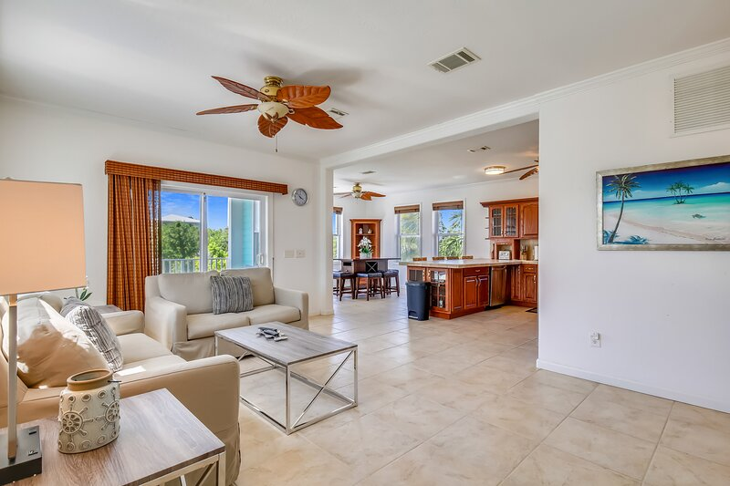 Charming waterfront home w/ a shared hot tub, balcony, & boat dock!, vacation rental in Summerland Key