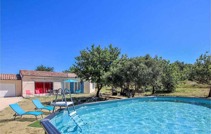 Amazing home in Valaurie with WiFi, Outdoor swimming pool and 3 Bedrooms (FPD328, location de vacances à Les Granges-Gontardes