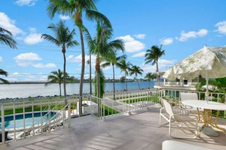Portside 9-Waterfront -2nd Floor-King 1BD+1Twin/Dog Friendly/Walk to Beach/Pool/, location de vacances à Palm Beach Shores