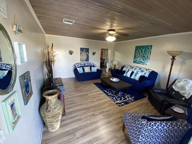 Seaglass Cottage free golf cart & kayaks & sup, holiday rental in Saint Georges Island