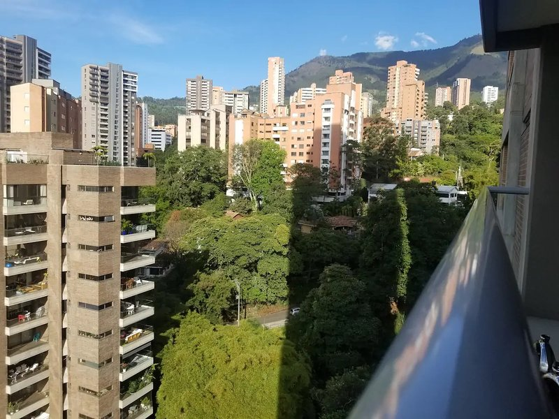 Gorgeous, Luxury Colombian Apartment Perfect Location, Walk To It All!!!, holiday rental in Santa Elena