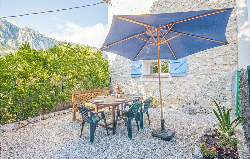Nice home in Andon with WiFi and 3 Bedrooms (FCA764), holiday rental in La Foux