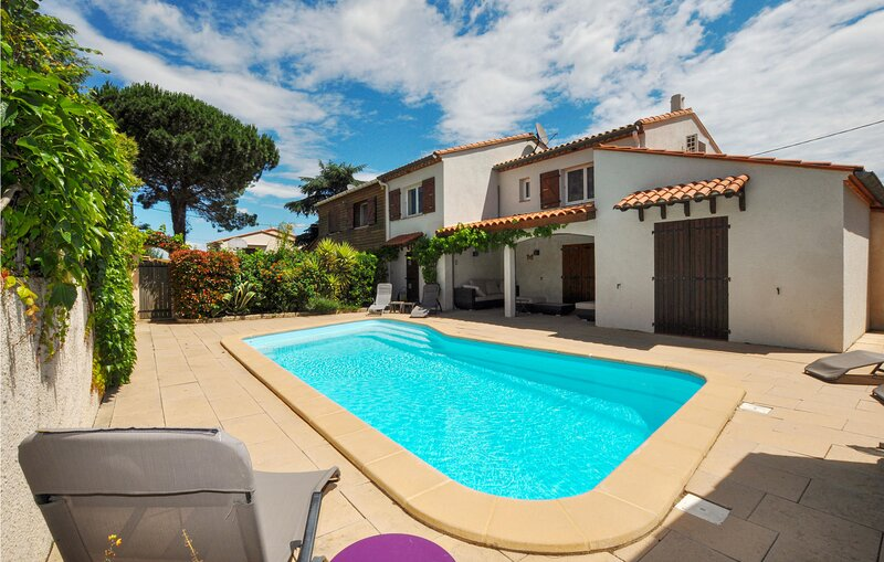 Amazing home in Saint-André with Outdoor swimming pool, Outdoor swimming pool a, alquiler de vacaciones en Palau del Vidre
