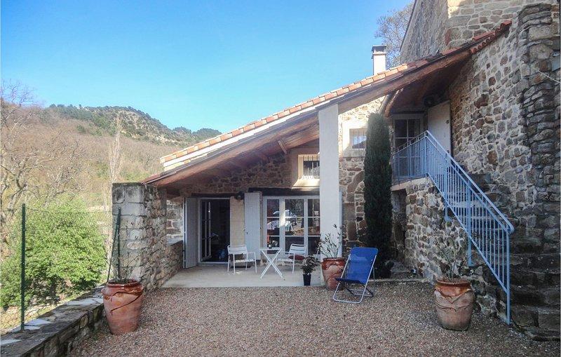 Nice home in Fozières with WiFi and 2 Bedrooms (FLH491), vacation rental in Saint-Jean-de-la-Blaquiere