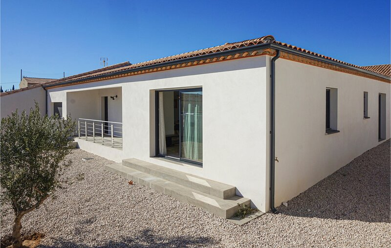 Beautiful home in Maureilhan with 3 Bedrooms (FLH348), holiday rental in Lignan-sur-Orb