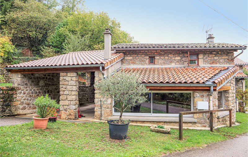 Beautiful home in Thueyts with 1 Bedrooms (FRA152), casa vacanza a Burzet