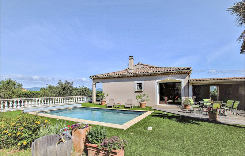 Stunning home in Montboucher sur Jabron with Outdoor swimming pool and 4 Bedroom, holiday rental in Sauzet