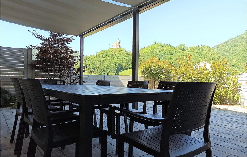 Amazing home in Idrija with WiFi and 4 Bedrooms (SER130), alquiler vacacional en Vipava