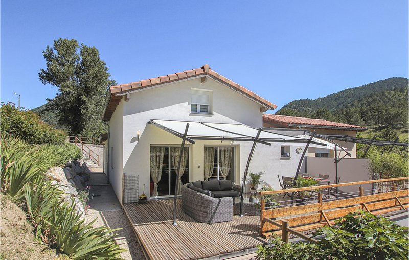 Nice home in Espenel with WiFi and 2 Bedrooms (FPD332), vacation rental in Plan-de-Baix