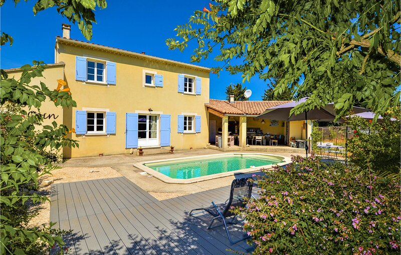 Nice home in St.-Paulet-de-Caisson with Outdoor swimming pool, WiFi and Outdoor, vacation rental in St Just d'Ardeche