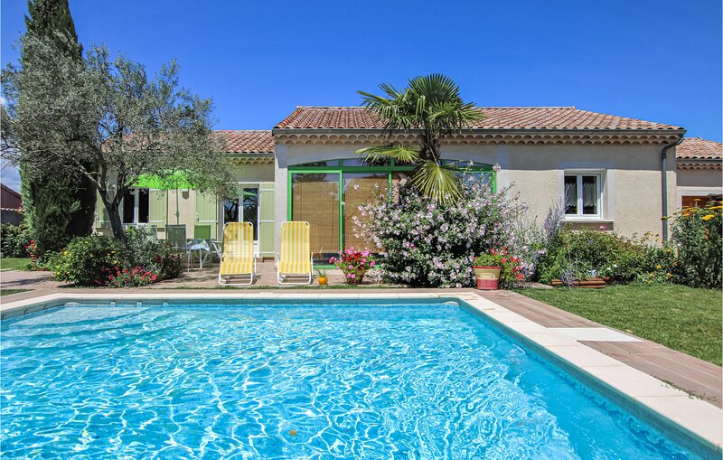 Beautiful home in Montélimar with Outdoor swimming pool and 3 Bedrooms (FPD330), holiday rental in Le Teil