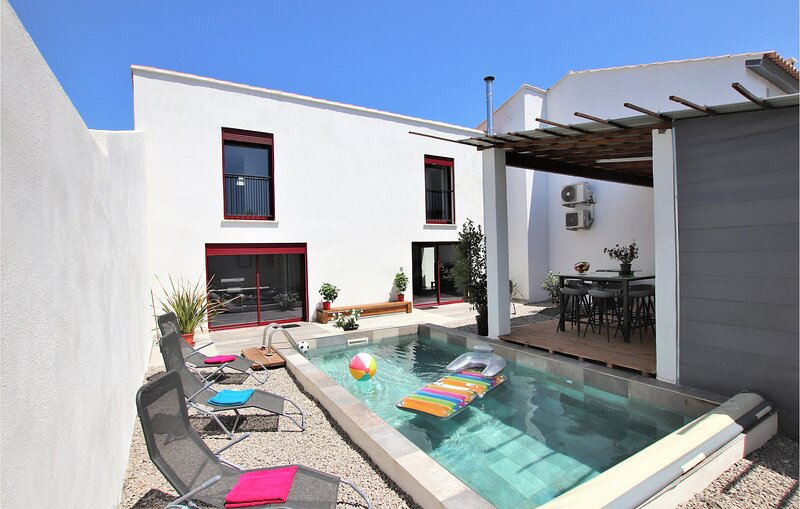 Beautiful home in Salon de Provence with WiFi and 6 Bedrooms (FPB416), holiday rental in Pelissanne