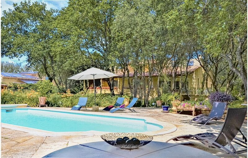 Awesome home in Vers-Pont-du-Gard with Outdoor swimming pool, Sauna and Outdoor, vacation rental in Collias