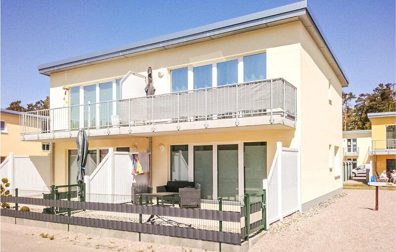 Stunning apartment in Graal-Müritz with 1 Bedrooms (DMK725), holiday rental in Klockenhagen