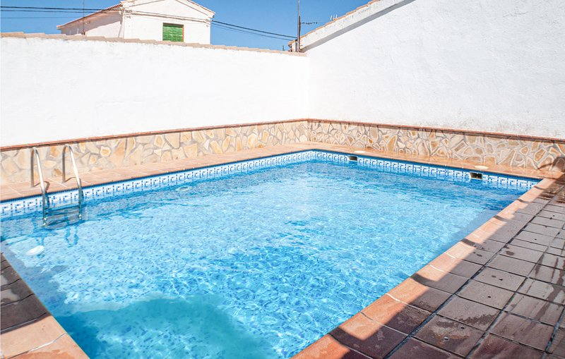 Amazing home in Domingo Perez with Outdoor swimming pool and 3 Bedrooms (EAC500), aluguéis de temporada em Belmez de la Moraleda