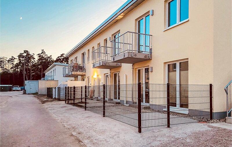 Beautiful apartment in Graal-Müritz with WiFi and 1 Bedrooms (DMK732), holiday rental in Klockenhagen
