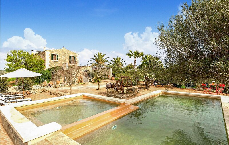 Stunning home in Campos with Outdoor swimming pool, WiFi and 2 Bedrooms (EMA701), vacation rental in Campos