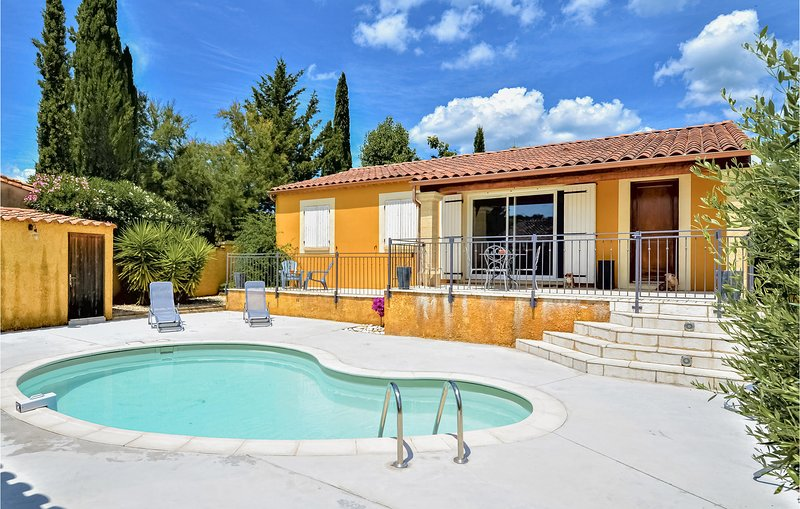 Beautiful home in Castillon-du-Gard with Outdoor swimming pool, WiFi and 4 Bedro, vacation rental in Collias