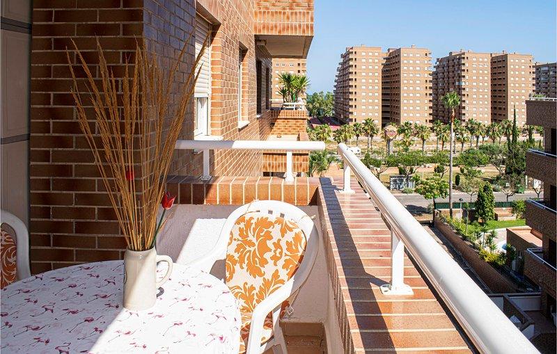 Beautiful apartment in Oropesa del Mar with Outdoor swimming pool, Outdoor swimm, alquiler de vacaciones en Cabanes