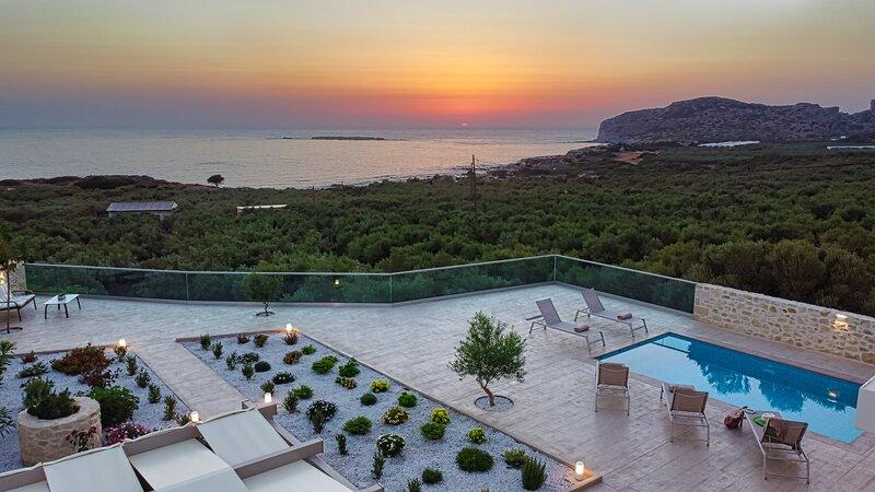 Villa Liakos| Luxury, private pool, close to Falassarna Be/*-+ach, holiday rental in Falassarna