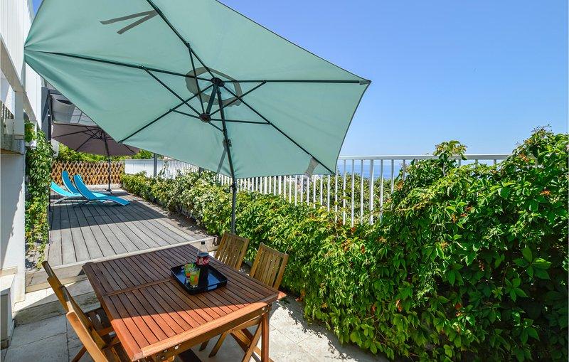 Awesome home in Pietranera with WiFi and 3 Bedrooms (FKO436), casa vacanza a Ville-di-Pietrabugno