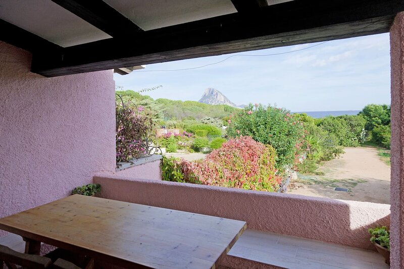 Nice house with sea view & terrace, vacation rental in Porto Taverna
