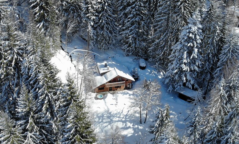 Magical Winter Wonderland Chalet - Argentiere, holiday rental in Chamonix
