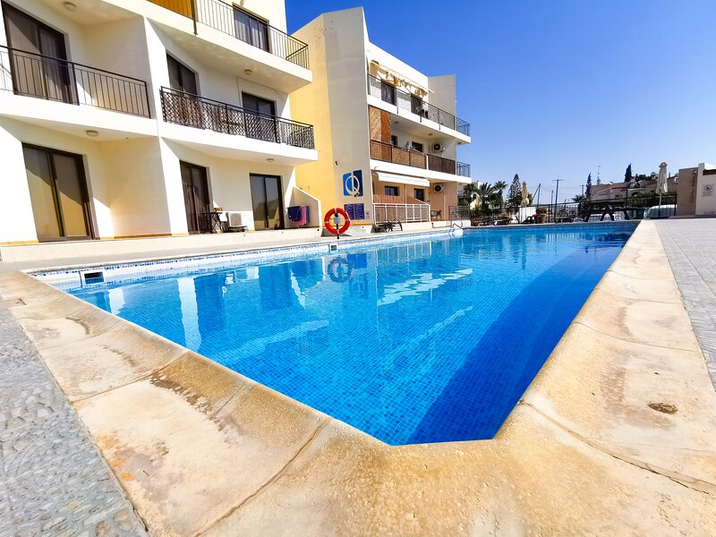 Lazy Days Pool Apartments, Apt.13 (2bdr), holiday rental in Dhekelia
