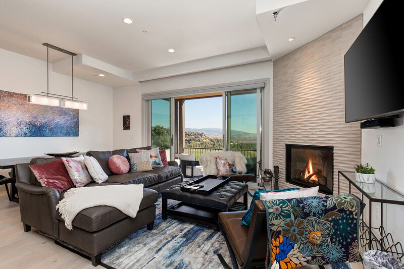 New Luxury 3-Level Townhome Overlooking the Canyons Golf Course and Steps to the Frostwood Gondola