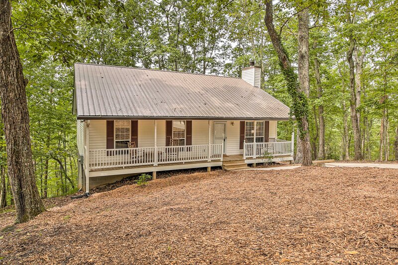 NEW! Peaceful Retreat, Short Hike to Waterfall!, vacation rental in Ranger
