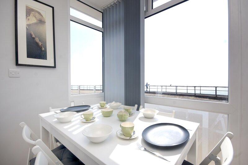 Sea View Lodge, panoramic sea view, close to all amenities, location de vacances à Bonchurch