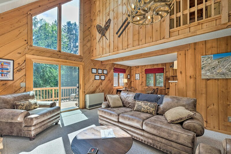 NEW! Sunny Mountain Chalet w/ Hot Tub: Ski & Hike!, holiday rental in Wardsboro