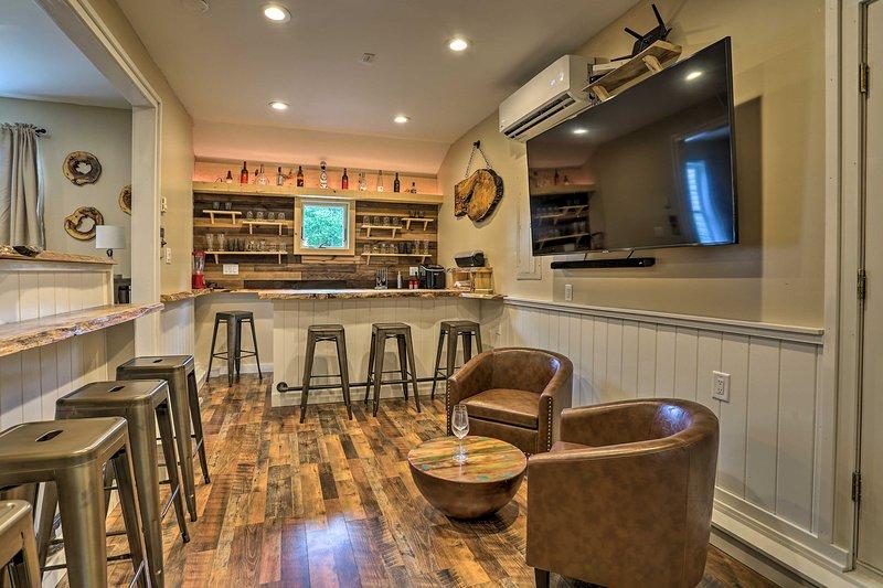NEW! Poconos Home w/Lounge < 5Mi to Stillwater LK!, vacation rental in Pocono Summit