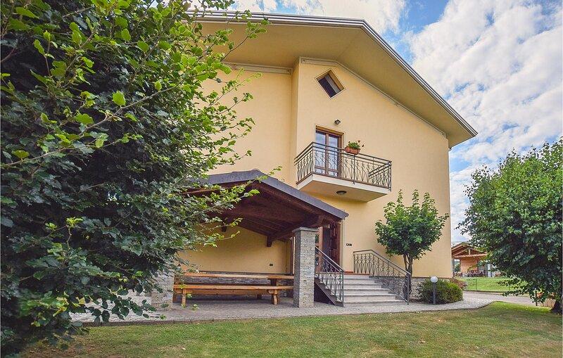 Casa del Gallo (IVO125), vacation rental in Invorio