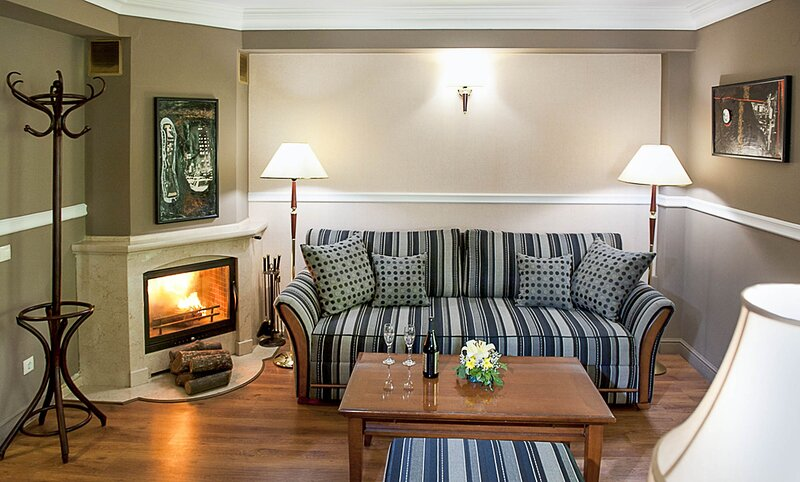 Exquisite Suite With Fireplace, Balcony And Spa, holiday rental in German