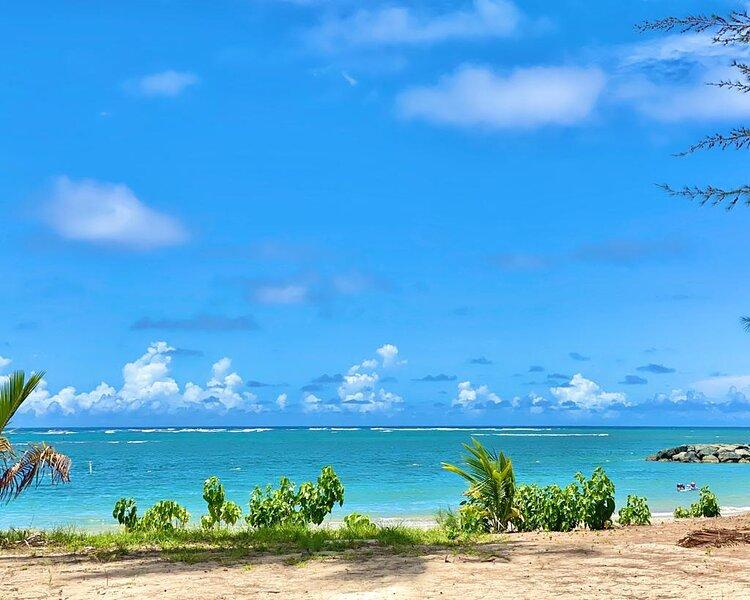 Tropical Breeze Private Jacuzzi for 4  Beach View, aluguéis de temporada em Dorado