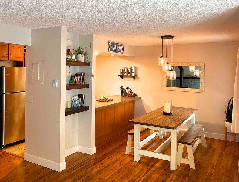 Work Remote & Ski / Quiet Home w/ all Amenities, Pool, Fireplace & Location, location de vacances à Oak Creek