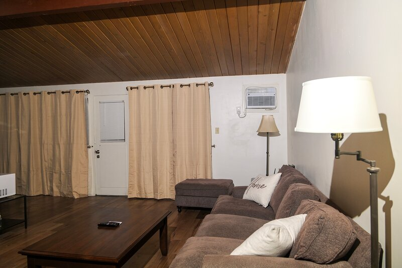Hawthorne Hangout near beaches and attractions, vacation rental in Gardena